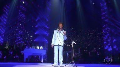"""Roberto canta """"Detalhes"""" - Rei abre especial com um dos clássicos de seu repertório"""