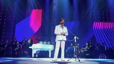 """Roberto Carlos canta """"Proposta"""" - Outro clássico do rei que emociona a plateia"""