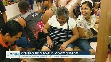 Comércio tem movimentação intensa nas vésperas de natal, em Manaus - Há quatro dias para data, Centro de Manaus teve movimentação já pelas manhã.