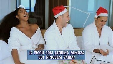Cris Vianna e Raphael Vianna brincam com Matheus Massafera - Os atores fazem revelações para o apresentador