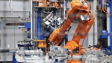 Conceitos da indústria 4.0 revolucionam o antigo chão de fábrica - Na primeira reportagem da série especial sobre a quarta revolução industrial veja como a indústria 4.0 é marcada pela integração das tecnologias, a análise de dados e a customização.