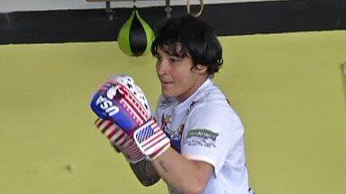 """Lutadora de MMA treina em Suzano de olho em uma vaga no UFC - A Day """"Fox"""", que é de Mauá, passou a treinar na cidade com o auxílio do técnico Josué Tubarão, e o seu objetivo é conquistar uma vaga no maio evento de MMA do mundo."""