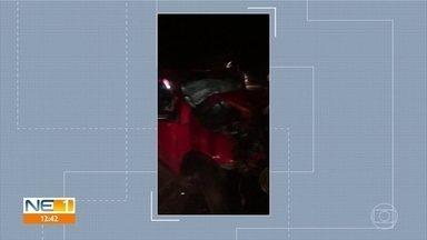 Duas pessoas morrem em acidente na PE-160, no Agreste de PE - Carro de passeio colidiu em outro veículo após ultrapassagem, em Santa Cruz do Capibaribe