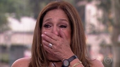 Susana Vieira chora muito com recado de famosos - Arlete Salles, Matheus Solano e Juliano Cazarré são alguns dos amigos que mandaram uma mensagem especial para a atriz