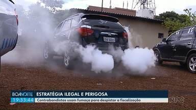 Contrabandistas usam fumaça para despistar a fiscalização - O carro adaptado foi batizado de batmóvel.