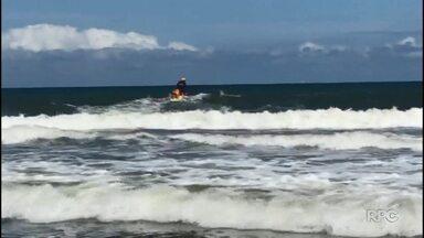 Adolescente morre no mar no Balneário de Ipanema - Corpo foi encontrado no meio da tarde desta quarta-feira (26). Um colega dele que entrou junto na água está desaparecido.