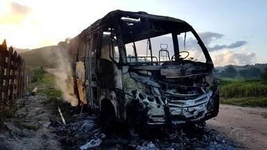 Incêndio destrói micro-ônibus escolar em Maragogi - Secretaria de Educação prestou queixa na delegacia da cidade.