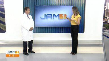 Acordar várias vezes durante a noite para fazer xixi é sinal de alerta - Anoar Samad, urologista comenta.