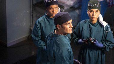 36 Horas - Enquanto confronta Andrews sobre a rotina dos residentes, Claire se junta a Melendez para tratar um paciente que sofre de infertilidade. Shaun promete cuidar de Glassman.