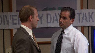 Dia Da Diversidade - Um consultor chega para ministrar um seminário sobre tolerância racial e diversidade no trabalho, e Michael fica insatisfeito com a oficina e resolve dar seu próprio treinamento.
