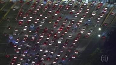 Rodovia dos Imigrantes, em SP, tem 29 km de congestionamento - Retenções são na pista sentido litoral paulista.