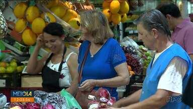 Consumidores aproveitam pra comprar os últimos ingredientes pra ceia de Ano Novo - Muita gente não dispensa as comidas típicas dessa época do ano.