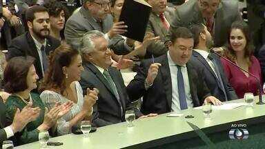 Ronaldo Caiado assina termo de posse e é o novo governador do Estado de Goiás - Além dele, o vice, Lincoln Tejota também foi empossado.