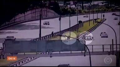 Corpo de adolescente assassinado por PMs em Osasco é enterrado nesta quarta-feira (2) - Câmeras de segurança de uma rodovia registraram a execução.