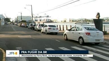 Movimento no ferry boat, entre Itajaí e Navegantes, aumenta 30% na temporada de verão - Movimento no ferry boat, entre Itajaí e Navegantes, aumenta 30% na temporada de verão