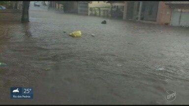 Chuva provoca alagamentos em diversos pontos nas cidades da região - Em Piracicaba, a água invadiu a sala de espera do Pronto Socorro na Vila Sônia.
