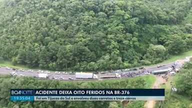 Acidente envolvendo 15 veículos deixa 8 feridos na BR-376 - O acidente foi na região de Tijucas do Sul e envolveu duas carretas e treze carros.