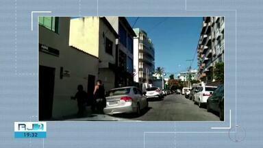 Desrespeito às leis e excesso de veículos complicam trânsito em Cabo Frio, no RJ - Assista a seguir.