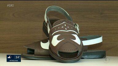 Produção de botas, sandálias e chapéus é feita com couro de bode em Floresta - A criação de bode gera renda desta forma na região