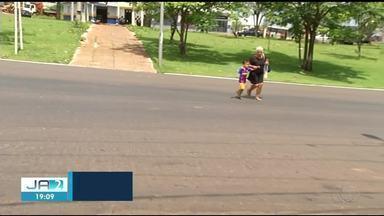 Faixas de pedestre apagadas são motivo de preocupação na travessia da BR-153 em Araguaína - Faixas de pedestre apagadas são motivo de preocupação na travessia da BR-153 em Araguaína