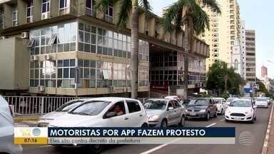 Motoristas por aplicativo fazem protesto em Presidente Prudente - Eles reclamam de decreto da Prefeitura sobre cadastro do veículo.