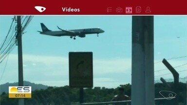 Bom Dia Responde: existe risco com urubus voando perto do Aeroporto de Vitória - Nós procuramos a Infraero, que respondeu que os urubus não estão na rota dos aviões. Além disso, existe uma empresa que monitora o aeroporto 24 horas.