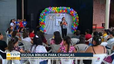 Crianças dedicam o tempo das férias para o estudo da Bíblia em Santarém - As escolas bíblicas de férias proporcionam um momento de paz e também de união.