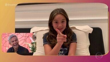 Filha de Otaviano Costa entrega que apresentador rouba chocolates da família - Otaviano se diverte ao ver o vídeo da filha Olívia
