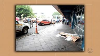Homem armado com faca é morto por policial militar na rodoviária de Porto Alegre - De acordo com a Brigada Militar, testemunhas disseram que o homem estava transtornado.