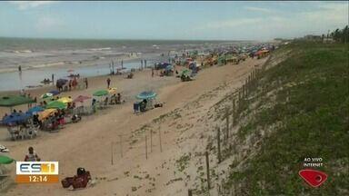 Praia de Guriri está cheia nesta sexta-feira (4) - Praia de Guriri está cheia nesta sexta-feira (4).