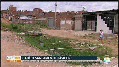 Moradores reclamam da falta de saneamento básico em bairro de Caruaru - Moradores informaram que o bairro está cheio de esgoto estourado.