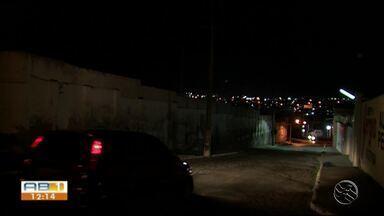 Moradores reclamam de falta de iluminação em bairro de Caruaru - Problema facilita ação de bandidos.