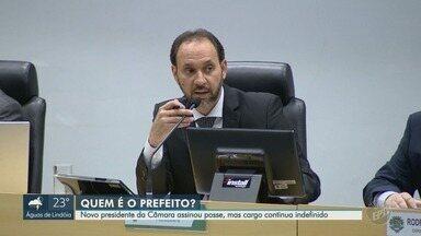 Novo prefeito permanece indefinido após impasse, em Paulínia - Antônio Ferrari (DC) assinou nesta sexta-feira (4) um termo de posse, mas a escolha do chefe do Executivo ainda não foi definida.