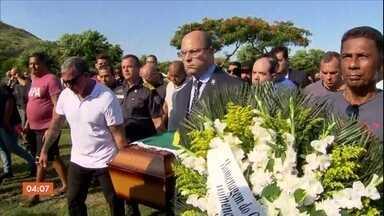 Corpo do primeiro PM morto no RJ em 2019 é enterrado - O policial militar tentou impedir um assalto na Linha Amarela e acabou sendo baleado na cabeça. O governador do Rio de Janeiro, Wilson Witzel, foi à cerimônia. Ele disse que não vai permitir que esse tipo de crime se repita.