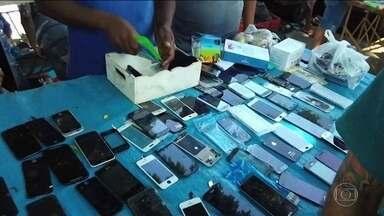 Donos de celulares piratas de mais 15 estados vão ter o aparelho bloqueado - Quem tem celular pirata vai receber 3 mensagens ao longo de 75 dias. E um último alerta na véspera do bloqueio.
