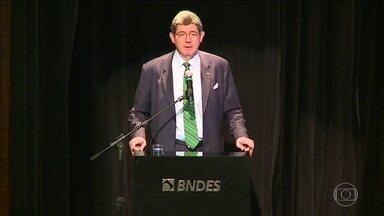 Joaquim Levy assume BNDES com foco em empresas médias - O novo presidente do BNDES prometeu uma gestão transparente e disse que vai focar nas empresas médias. Para Levy, as empresas médias têm potencial para crescer e gerar empregos.