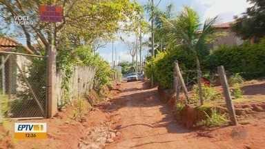 Estrada de terra causa transtornos para moradores de comunidade em Três Pontas - Estrada de terra causa transtornos para moradores de comunidade em Três Pontas