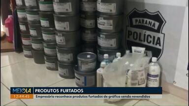 Polícia apreende material para uso gráfico que teria sido furtado - Dono da empresa reconheceu que produtos revendidos por representantes comerciais seriam os mesmos que foram roubados da empresa dele no ano passado.