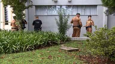 Assaltante morre soterrado em explosão de agência bancária na região de Curitiba - Os bandidos quebraram paredes até alcançarem a agência em Colombo.