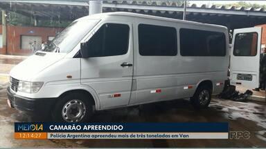 Polícia argentina apreende mais de três toneladas de camarão em van com placa brasileira - Segundo a polícia, a mercadoria será destruída e a van ficará apreendida.