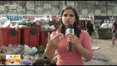 Feirantes do entrocamento reclamam do acúmulo de lixo na área - Sujeira estaria prejudicando as vendas.