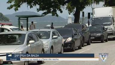 Travessia de balsas entre Santos e Guarujá registra fila de mais de 1h - Com apenas quatro embarcações funcionando, motoristas enfrentam filas enormes.