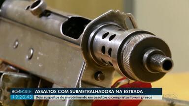 Assaltantes são presos com submetralhadora na região de Foz do Iguaçu - Segundo a polícia federal, os dois homens presos são suspeitos de assaltar compristas na estrada. Um deles usava tornozeleira eletrônica.