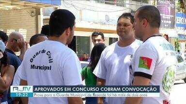 Candidatos de concurso público para Guarda Municipal protestam em Resende - Prova foi há mais de dois anos e mesmo com todas as etapas do processo de seleção cumpridas, eles alegam que ninguém foi convocado para trabalhar.