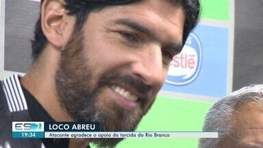 """""""Quero ajudar o Rio Branco e o futebol capixaba"""", diz Loco Abreu - Contratação do jogador foi recebida com muita euforia pelos torcedores do Rio Branco."""