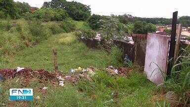Prefeitura limpa sujeira localizada ao lado do cemitério de Presidente Bernardes - Poder Executivo informou que vai manter uma caçamba no local.