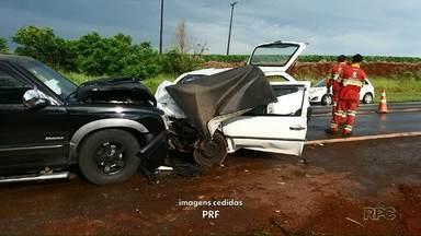 Duas pessoas morrem em acidente na BR-376 em Mauá da Serra - Dois carros bateram de frente na manhã desta quinta-feira (10). Na PR-445, um carro bateu de frente com um caminhão, três pessoas da mesma família morreram, o avô e dois netos.