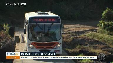 Moradores reclamam de estado de conservação de ponte no sul da Bahia - Uma linha de ônibus que passa pelo local temem que ela desabe a qualquer momento.