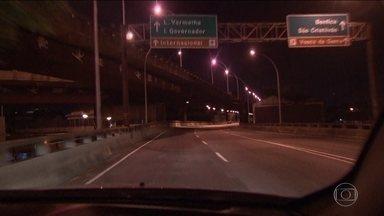 Bandidos fazem arrastão no acesso ao aeroporto internacional do Rio - Linha Vermelha é o principal caminho usado por turistas para o Galeão.