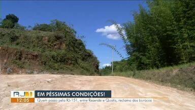 Quem passa pela RJ-151, entre Resende e Quatis, reclama de situação precária da estrada - Segundo moradores, falta de manutenção e abandono estão entre principais problemas.